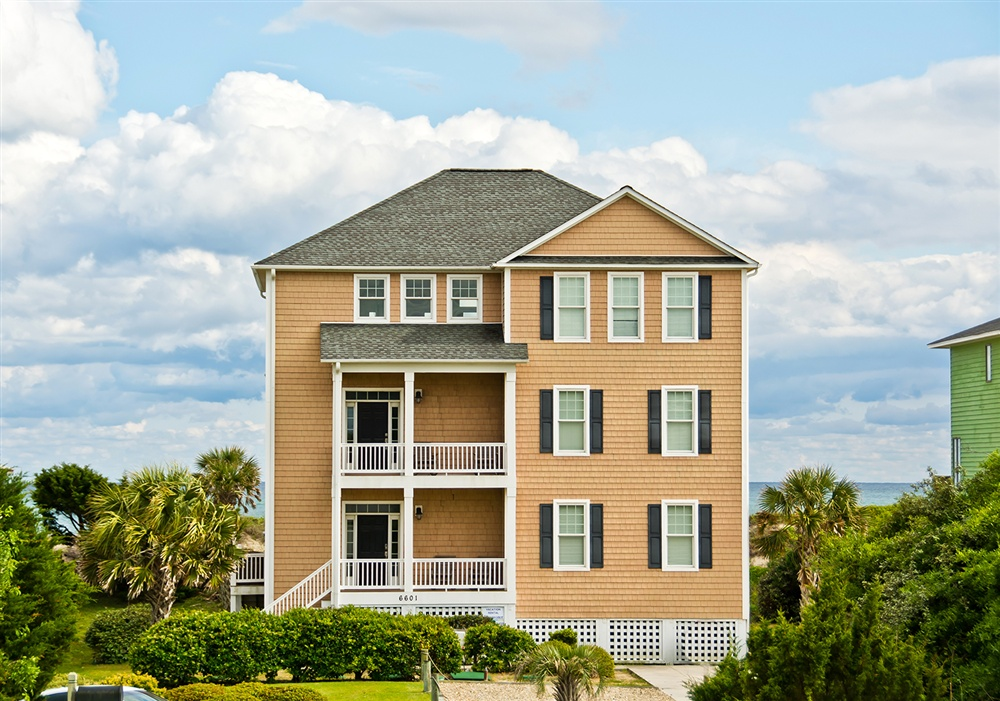 Crystal coast rentals emerald isle rentals shamrock for 8 bedroom vacation homes